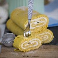 Gesunde Roulade mit Bananen-Topfenfüllung